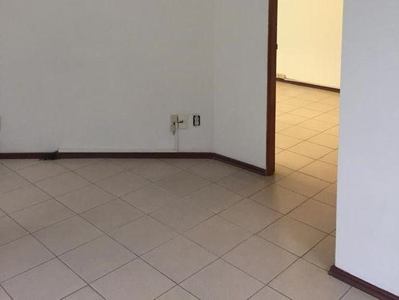 """Oficina en renta, <span itemprop=""""streetAddress"""">Av. De Las Fuentes</span>, Lomas de Tecamachalco."""