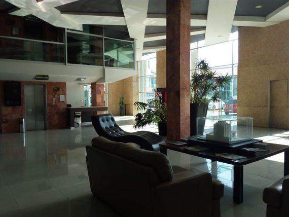Oficina en Torre Momentum.  Milenio III