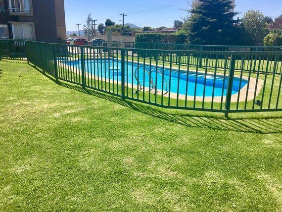 Oportunidad, confortable departamento con jardín. Sector Los Romeros, Concón