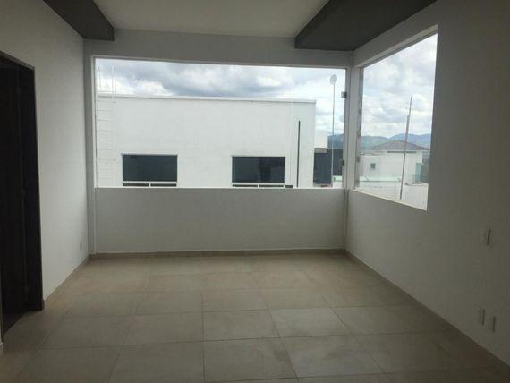 """Preciosa Residencia en <span itemprop=""""streetAddress"""">Real Del Bosque</span>, 3 Niveles, Sótano, 4 Habitaciones, ROOF"""