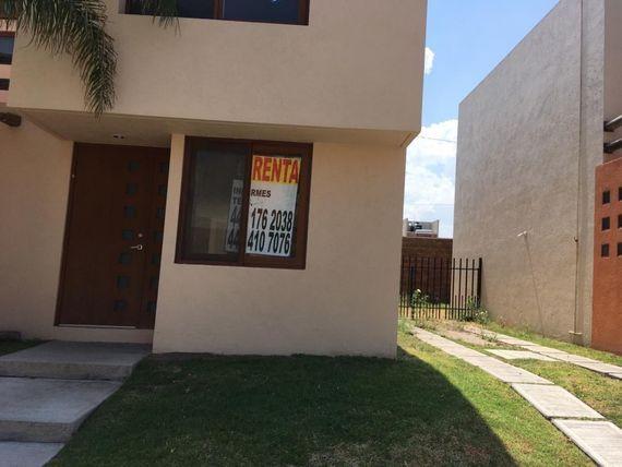 """Casa en renta en <span itemprop=""""addressLocality"""">Puerta Real</span>, Queretaro, 3 rec, 2/1 baños, 2 estacionamientos"""