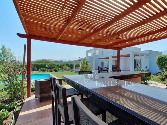 Oportunidad Piedra Roja, Moderna Casa en exclusivo Condominio con Club de Golf