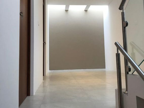"""Preciosa Residencia en <span itemprop=""""streetAddress"""">Zibata</span>, Roof Garden, 3 Habitaciones, Sala TV, de LUJO !!"""