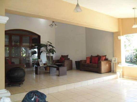 Casa en Venta en venta; en prestigioso coto, cerca de Sam´s Club y de Av. Felipe Sevilla del Río