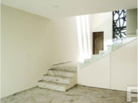 "Casa en Venta en * <span itemprop=""addressLocality"">Lomas de Angelópolis</span> *"
