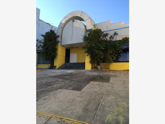 "Local en Renta en <span itemprop=""streetAddress"">Avenida Francisco Javier Mina</span>"
