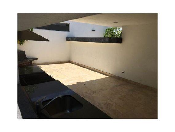 Casa en Venta en FRACC MILENIO III