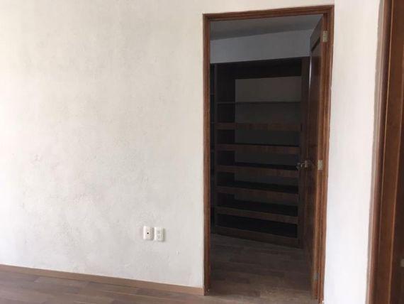 """Casa en Renta en <span itemprop=""""addressLocality"""">Cumbres del Lago</span>"""