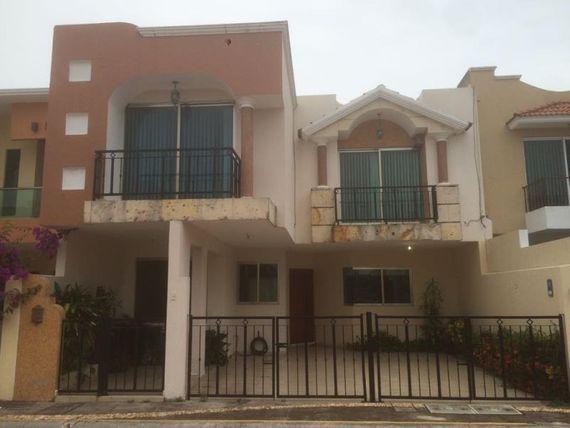 Casa en Venta en Fracc. Residencial Marino