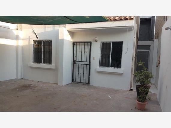 Casa en Renta en URBI VILLA DEL CEDRO