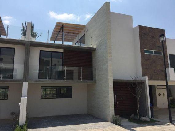 Casa en Venta en LOMAS DE ANGELOPOLIS PARQUE LIMA Y QUINTANA ROO