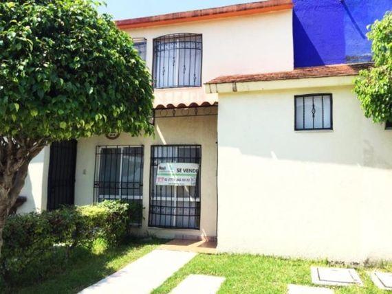 "Casa en Venta en <span itemprop=""addressLocality"">Villas de <span itemprop=""streetAddress"">X</span>ochitepec</span>"