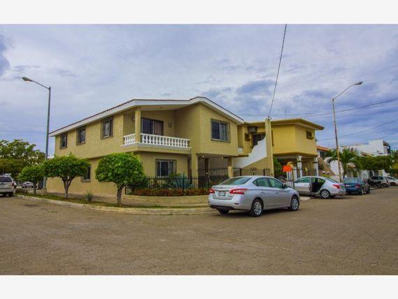 Casa en Venta en Lomas de Mazatlan Residencia en esquina cerca de playas