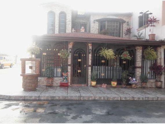 Casa en Venta en Villas de Oriente Sect 1