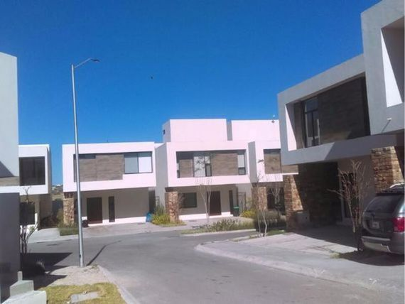 "Casa en Venta en   <span itemprop=""streetAddress"">Juriquilla</span> Privada (Fracc.)"