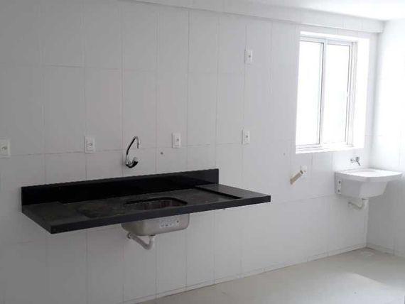 Ótimo apto com 02 Qtos, varanda, 65m², 2 Vgs, elevador, área de lazer. Melhor aquisição para 2ª moradia