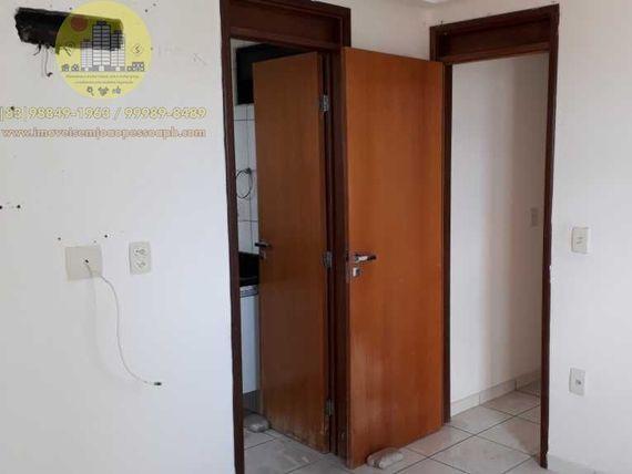 Excelente Apto com 03 Qtos, 80m², Nascente/Sul, varanda, elevador, área de lazer, prédio bem localizado.