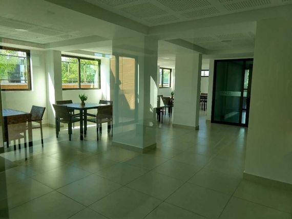 Apartamento amplo de 2 quartos, sendo uma suite.