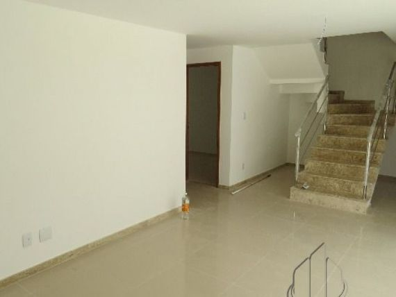 """Casa em Condomínio Fechado em Buraquinho em <span itemprop=""""addressLocality"""">Lauro de Freitas</span>."""
