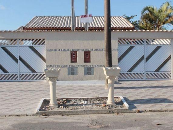 LINDA CASA 2 DORMS - COM ÓTIMO ACABAMENTO - LADO PRAIA