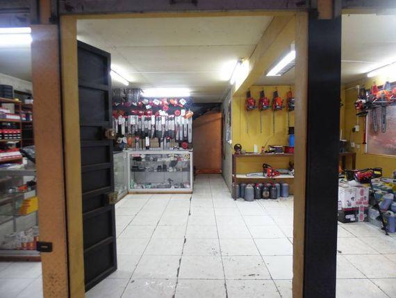 """Local comercial en excelente ubicación en <span itemprop=""""addressLocality""""><span itemprop=""""streetAddress"""">Linares</span></span>"""