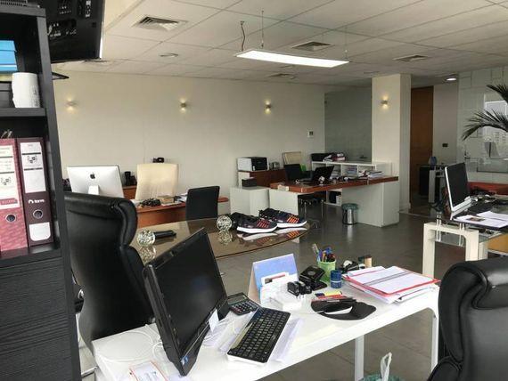 AMPLIA OFICINA EN AVENIDA LIBERTAD