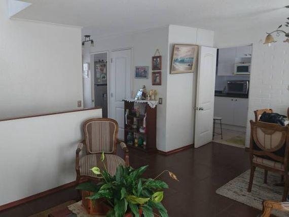 "Linda, cómoda casa <span itemprop=""streetAddress"">Curauma</span>."