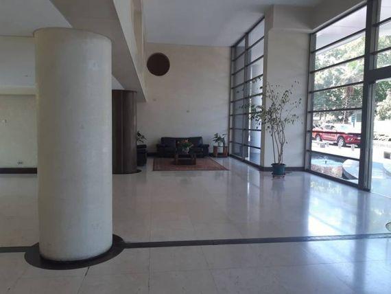 Excelente departamento ubicado cercano a metro Los Leones.