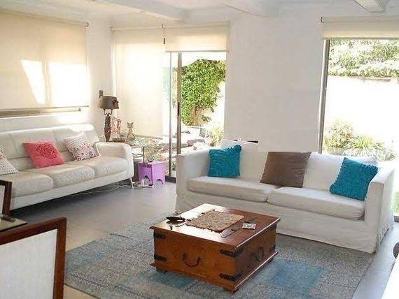 """UF 14.450 Casa 4 Dormitorios. La Aurora, <span itemprop=""""addressLocality""""><span itemprop=""""streetAddress"""">Vitacura</span></span>"""