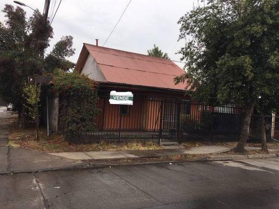 Linda casa de esquina en plena avenida de Villa Galilea!!