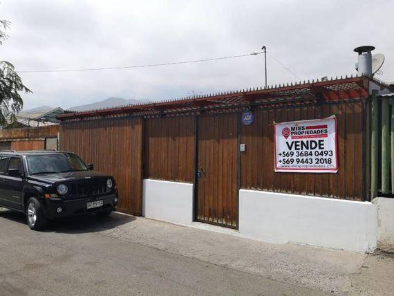 SE VENDE CASA 3D/2B EN CALLE LOS PINOS 8474