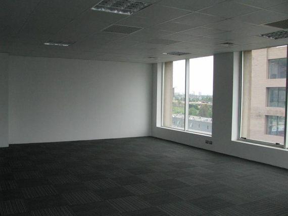 """Arriendo Oficina en Ciudad Empresarial de <span itemprop=""""addressLocality""""><span itemprop=""""streetAddress"""">Huechuraba</span></span>"""