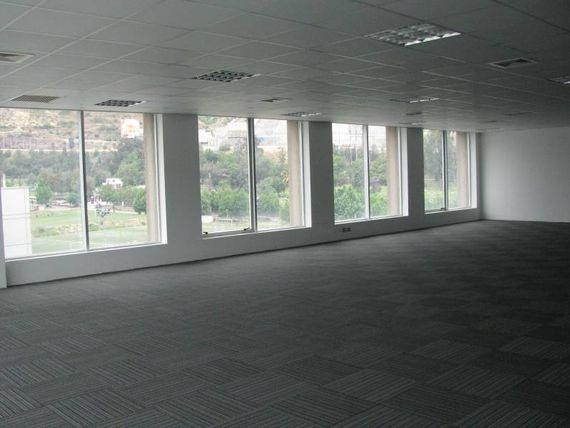 """Arrieno Oficina en Ciudad Empresarial de <span itemprop=""""addressLocality""""><span itemprop=""""streetAddress"""">Huechuraba</span></span>"""
