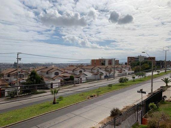 "Hermoso chalet en San Joaquín. <span itemprop=""addressLocality""><span itemprop=""streetAddress"">La Serena</span></span>"