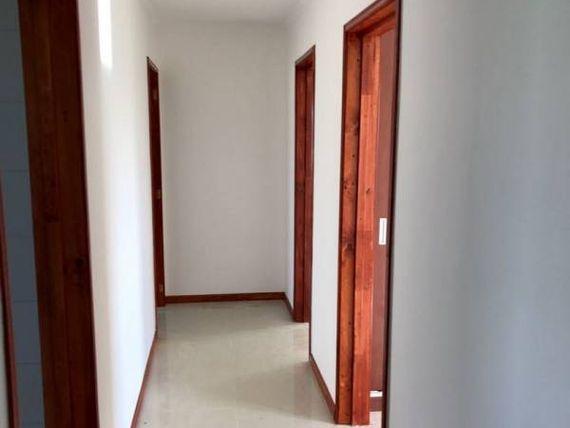 """<span itemprop=""""addressLocality""""><span itemprop=""""streetAddress"""">Talagante</span></span>, vende casa nueva, 333 mts2 construidos."""