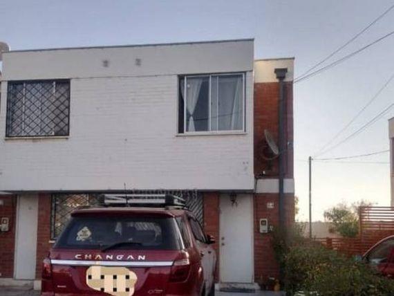 Vendo casa de 2 pisos emplazada en 90 Mts2