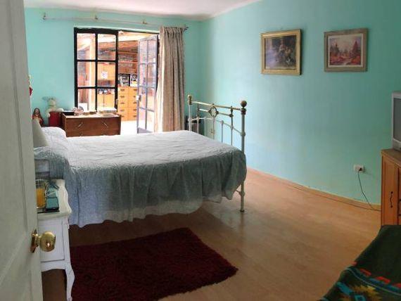 """Se vende acogedora casa en <span itemprop=""""addressLocality""""><span itemprop=""""streetAddress"""">Conchalí</span></span>"""