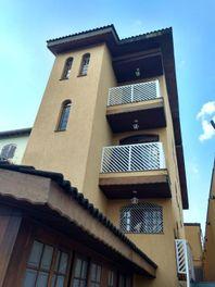 Sobrado com 4 dormitórios à venda, 242 m² por R$ 1.200.000 - Parque Peruche - São Paulo/SP