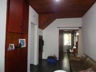 Casa à venda na Pompéia, com 100,00 m² de AT e 150,00 m² de AC. Possui 3 dormitórios, sendo 01 suíte, quintal e 01 vaga coberta