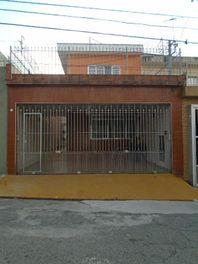 Sobrado com 3 dormitórios para alugar, 180 m² por R$ 2.500/mês - São Mateus - São Paulo/SP