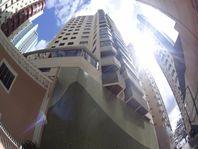 Apartamento há 50 metros do Mar, no Centro de Balneário Camboriú.