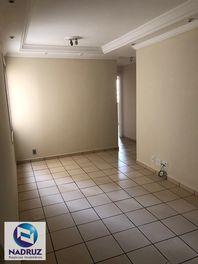 Apartamento com 3 quartos e Esgoto na RUA IMPERIAL, São José do Rio Preto, Vila Imperial, por R$ 870