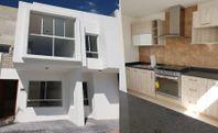 Residencial de 38 TownHouses, Área Cañadas del Lago, 3 Recamaras, 2 Baños, LUJO.