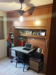 Apartamento com 3 quartos e Area servico na R Das Grumixamas, São Paulo, Vila Parque Jabaquara, por R$ 360.000