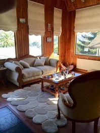 Hermosa e independiente casa Miraflores bajo