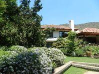Casa Estilo Chilena con Gran Terreno e Inmejorable Ubicación