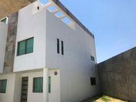 Residencia en Privada. 285m2 const