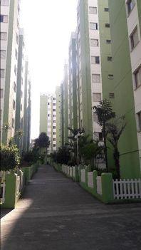 Apartamento residencial à venda, Vila Carmosina, São Paulo - AP1051.