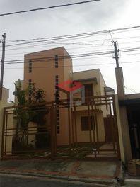 Sobrado com 3 dormitórios para alugar, 90 m² por R$ 1.700/mês - Jardim do Estádio - Santo André/SP