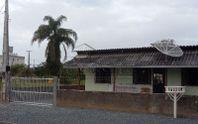 Casa com 03 dormitórios em Gravata, Navegantes